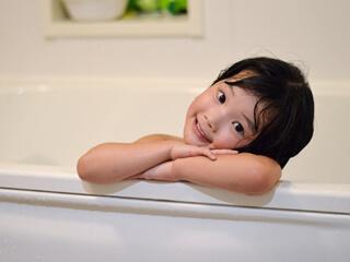 お風呂の子供
