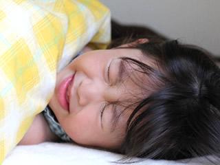 寝付きの悪い子供