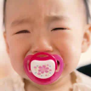 人見知りで泣く赤ちゃん