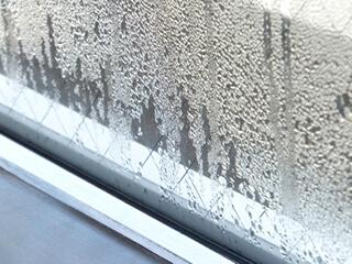 ガラス窓に発生した結露
