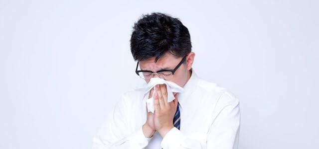 アレルギー性鼻炎の男性