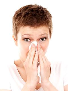 アレルギー性鼻炎の女性