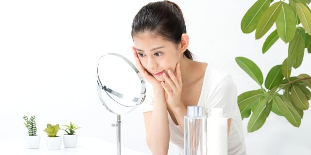 肌の老化を気にする女性