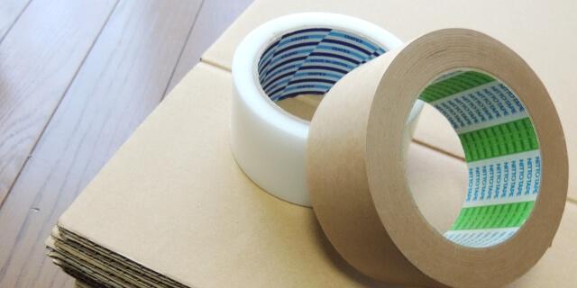 梱包用の箱とテープ