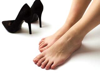 足と疲れやす靴