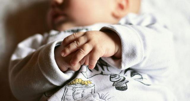 お昼寝中の赤ちゃん4