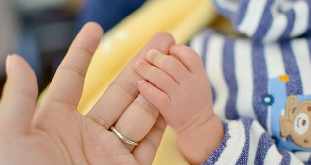 赤ちゃんの可愛いい手