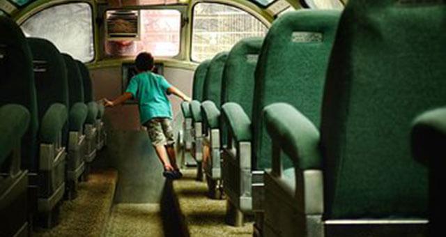 高速バスと子供2
