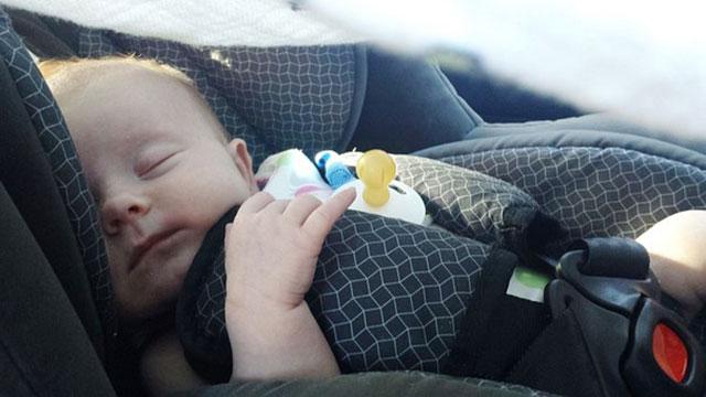 バスにゆられる赤ちゃん