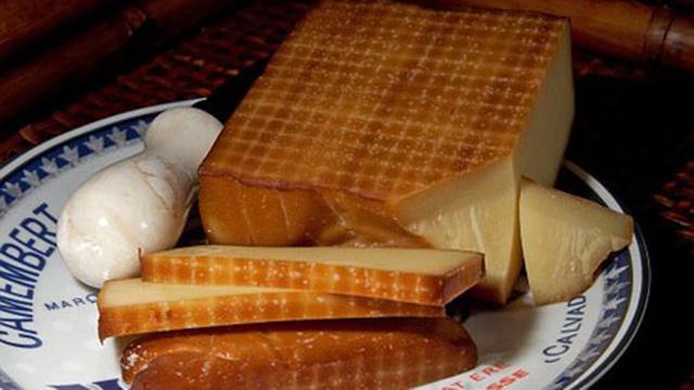 燻製のチーズ