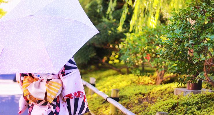 日傘を差す女性2