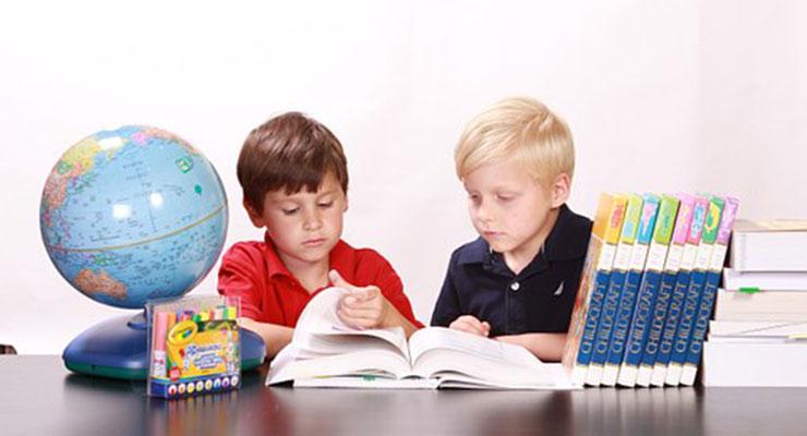 勉強中の子供