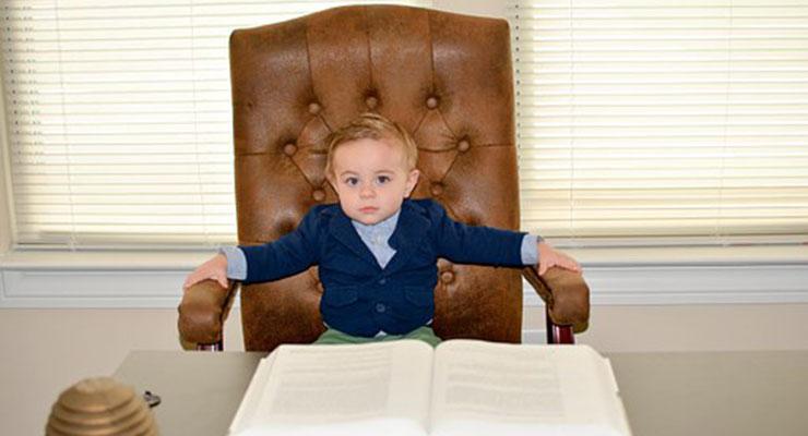 子供と椅子