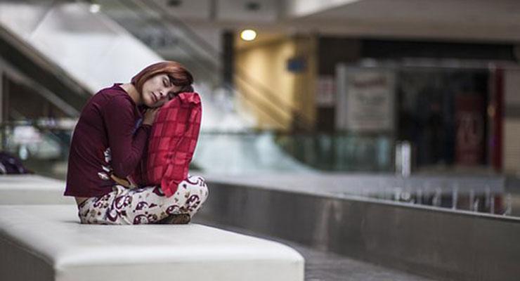 眠い女性2