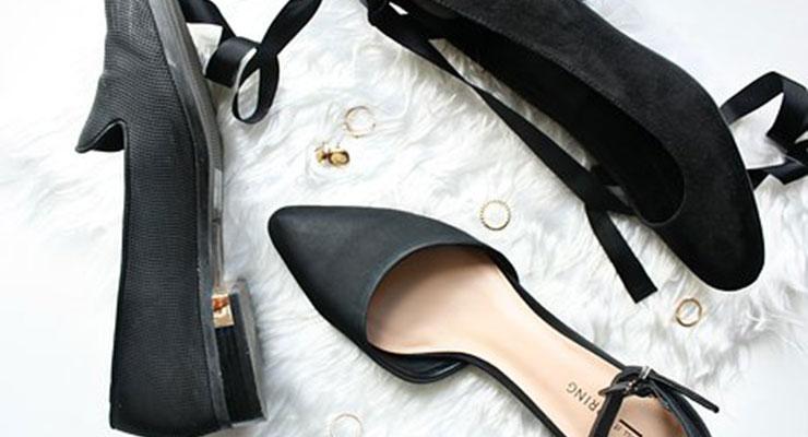 葬式に履く女性の靴