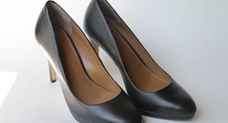 葬式に履く女性の靴2