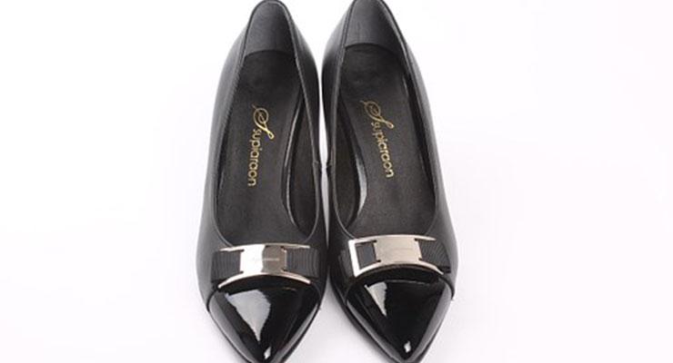 葬式に履く女性の靴3