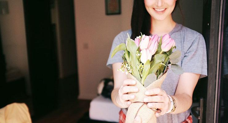 正しい花束の渡し方